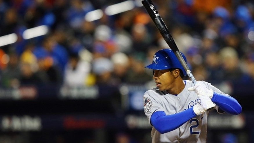 NEW YORK, NY - OCTOBER 30:  Raul Mondesi #27 of the Kansas City Royals bats in the fifth inning against the New York Mets during Game Three of the 2015 World Series at Citi Field on October 30, 2015 in the Flushing neighborhood of the Queens borough of New York City.  (Photo by Mike Stobe/Getty Images)