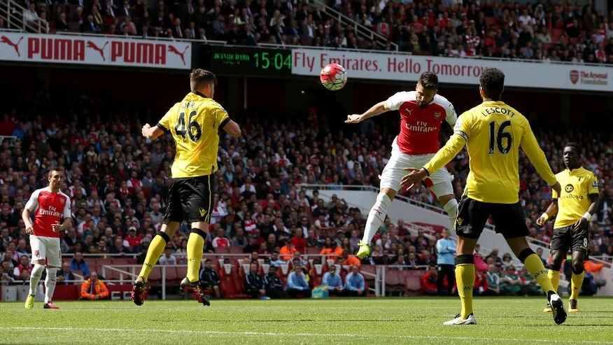 Arsenal's Olivier Giroud, center right, scores their first goal of the game during their English Premier League soccer match against Aston Villa at the Emirates Stadium, London, Sunday, May 15, 2016. (Scott Heavey/PA via AP)    UNITED KINGDOM OUT      -    NO SALES     -     NO ARCHIVES