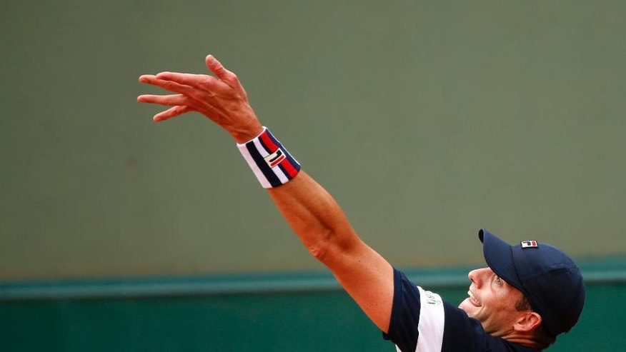 John Isner of the U.S. serves the ball to Russia's Teymuraz Gabashvili during their third round match of the French Open tennis tournament at the Roland Garros stadium, Friday, May 27, 2016 in Paris.  (AP Photo/Alastair Grant)