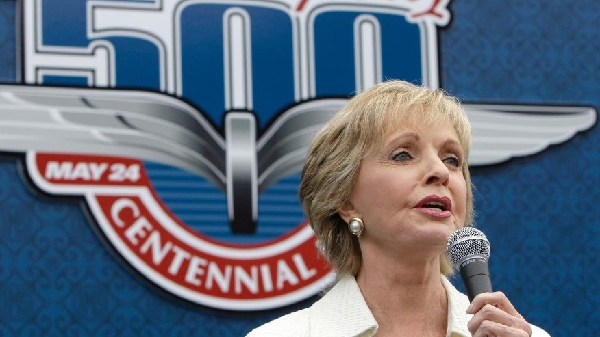"FILE - In this May 24, 2009, file photo, singer and actress Florence Henderson sings ""God Bless America"" before the Indianapolis 500 auto race at Indianapolis Motor Speedway in Indianapolis. (AP Photo/Darron Cummings, File)"