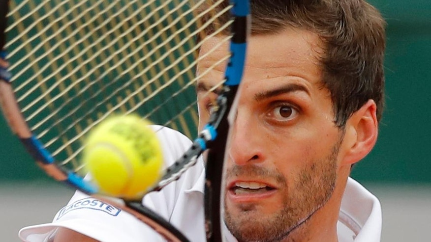 Spain's Albert Ramos-Vinolas returns in the fourth round match of the French Open tennis tournament against Canada's Milos Raonic at the Roland Garros stadium in Paris, France, Sunday, May 29, 2016. (AP Photo/Christophe Ena)