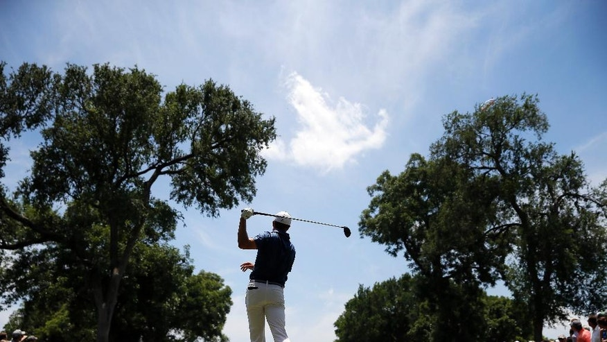 Jordan Spieth hits off the sixth tee during the final round of the Dean & DeLuca Invitational golf tournament at Colonial, Sunday, May 29, 2016, in Fort Worth, Texas. (AP Photo/Tony Gutierrez)
