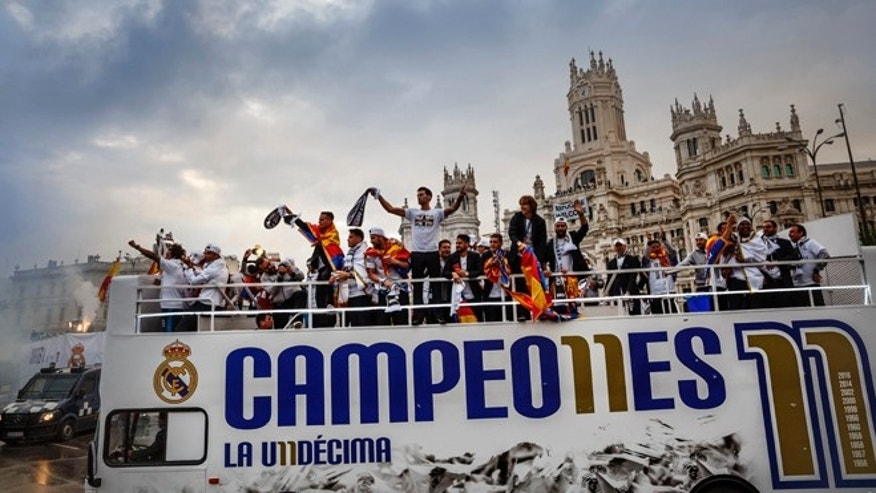 Real Madrid players arrive at Cibeles square after winning the Champions League final soccer match between Real Madrid and Atletico Madrid, during a celebration parade in Madrid, Sunday, May 29, 2016. Real Madrid won 5-3 on penalties after the match ended 1-1 after extra time.(AP Photo/Daniel Ochoa de Olza)