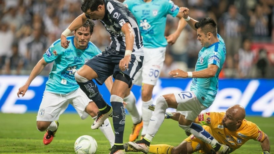 MONTERREY, MEXICO - MAY 29: Rogelio Funes Mori of Monterrey tries to score over Oscar 'Conejo' Perez, goalkeeper of Pachuca, during the Final second leg match between Monterrey and Pachuca as part of the Clausura 2016 Liga MX at BBVA Bancomer Stadium on May 29, 2016 in Monterrey, Mexico. (Photo by Azael Rodriguez/LatinContent/Getty Images)