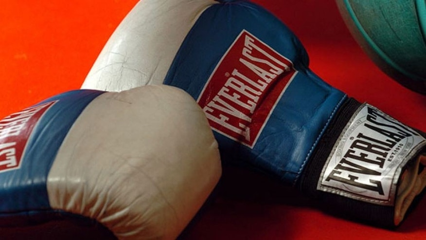 FPR111074. Stock Photography. Generic Boxing Image. Everlast boxing gloves and a medicine ball. MANDATORY CREDIT ©FOTOPRESS/Ross Land.