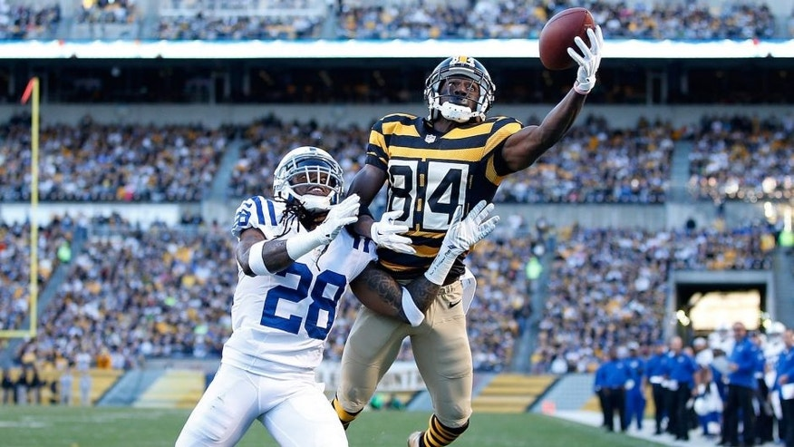 PITTSBURGH, PA - OCTOBER 26: Antonio Brown #84 of the Pittsburgh Steelers makes a touchdown catch in front of Greg Toler #28 of the Indianapolis Colts during the second quarter at Heinz Field on October 26, 2014 in Pittsburgh, Pennsylvania. (Photo by Joe Robbins/Getty Images)