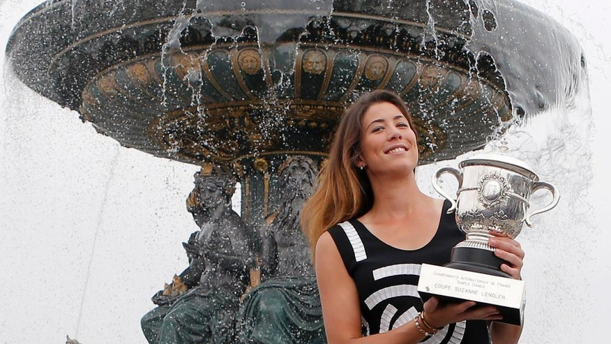 Spain's Garbine Muguruza poses with the French Open trophy during a photocall at Concorde Plaza in Paris, Sunday June, 5 2016. Muguruza defeated Serena Williams of the U.S. in their final match of the French Open tennis tournament at the Roland Garros stadium. (AP Photo/Francois Mori)