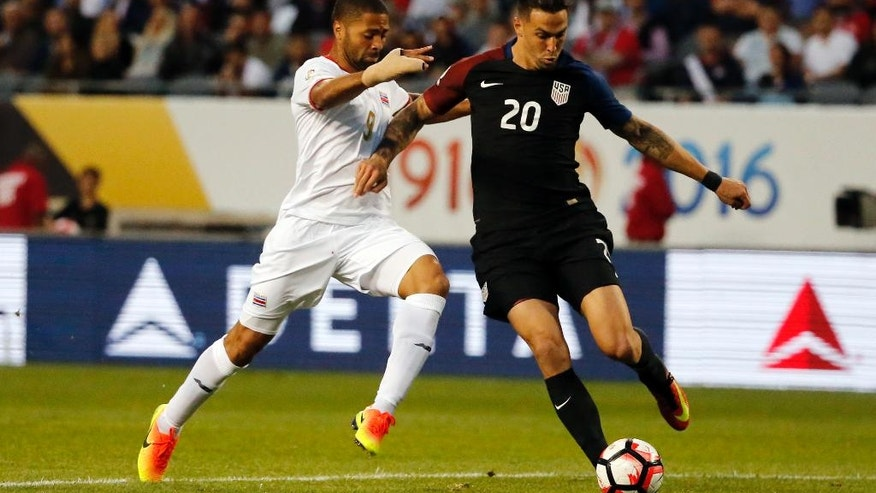 United States' Geoff Cameron (20) and Costa Rica's Alvaro Saborio (9) battle during a Copa America Centenario group A soccer match at Soldier Field in Chicago, Tuesday, June 7, 2016. (AP Photo/Charles Rex Arbogast)