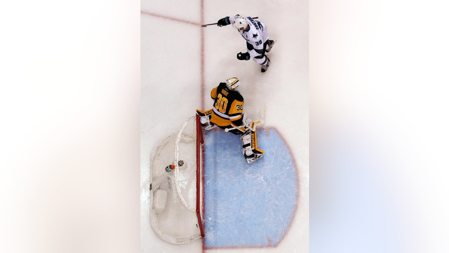 San Jose Sharks' Logan Couture (39) celebrates putting the puck behind Pittsburgh Penguins goalie Matt Murray (30) for a goal during the first period of Game 5 of the NHL hockey Stanley Cup Final series Thursday, June 9, 2016 in Pittsburgh. The Sharks won 4-2. (AP Photo/Gene J. Puskar)