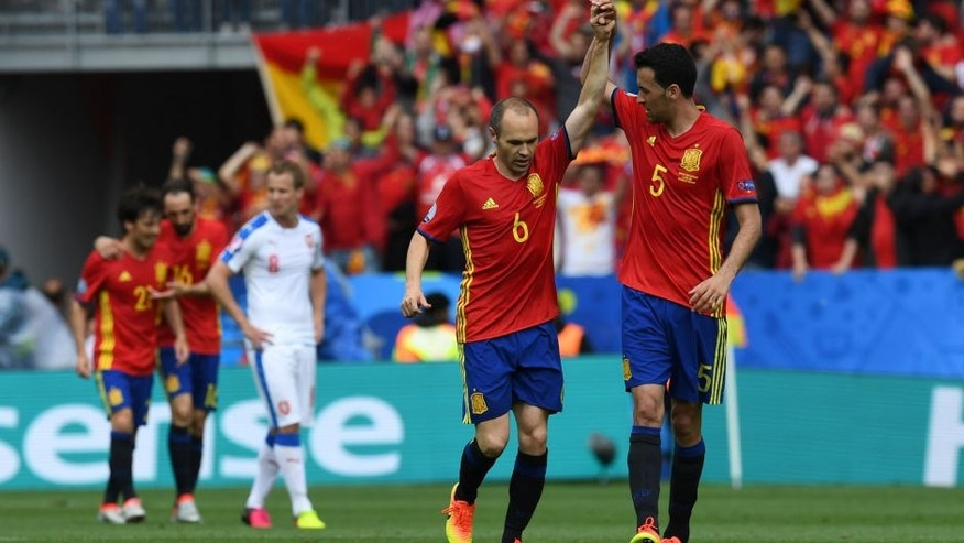Spain's midfielder Sergio Busquets (R) and Spain's midfielder Andres Iniesta celebrate after the Euro 2016 group D football match between Spain and Czech Republic at the Stadium Municipal in Toulouse on June 13, 2016. Spain won the match 1-0. / AFP / PASCAL GUYOT (Photo credit should read PASCAL GUYOT/AFP/Getty Images)
