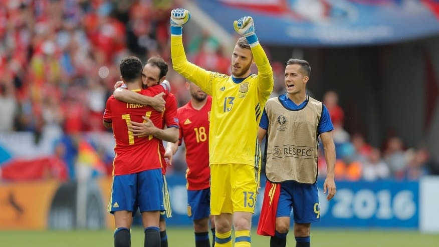 Spain goalkeeper David De Gea celebrates at the end of  the Euro 2016 Group D soccer match between Spain and the Czech Republic at the Stadium municipal in Toulouse, France, Monday, June 13, 2016. (AP Photo/Manu Fernandez)