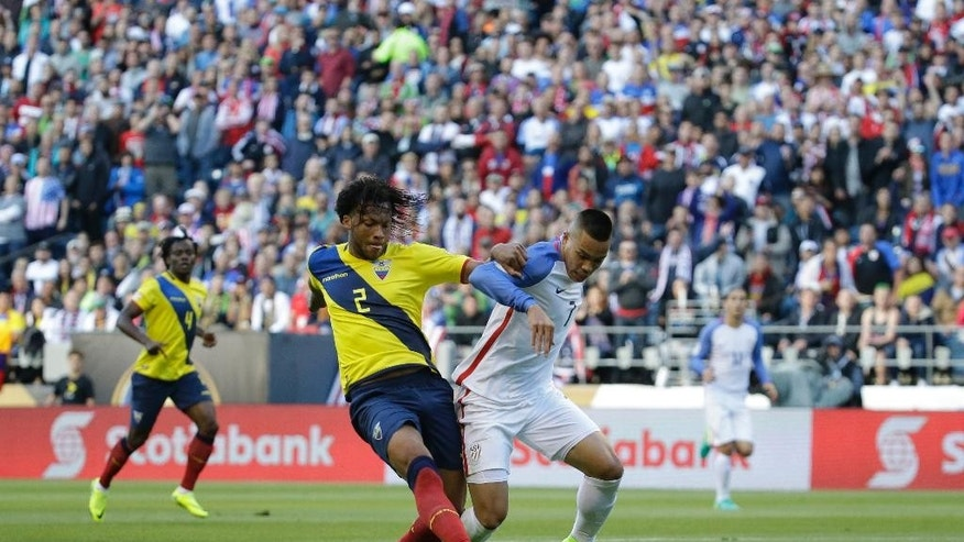 Ecuador's Arturo Mina, left, and United States' Bobby Wood vie for the ball in the first half of a Copa America Centenario quarterfinal soccer match, Thursday, June 16, 2016 at CenturyLink Field in Seattle. (AP Photo/Elaine Thompson)