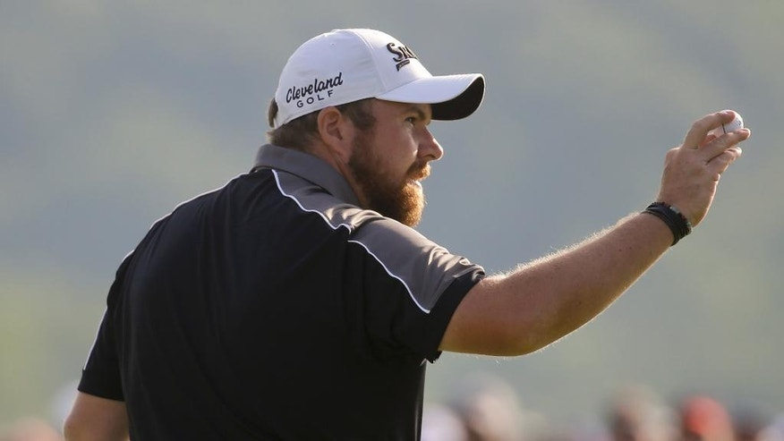 Shane Lowry, of Republic of Ireland, waves on the 18th hole during the delayed third round of the U.S. Open golf championship at Oakmont Country Club on Sunday, June 19, 2016, in Oakmont, Pa. (AP Photo/John Minchillo)
