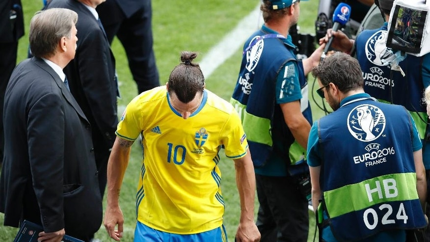 Sweden's Zlatan Ibrahimovic leaves the pitch after  the Euro 2016 Group E soccer match between Italy and Sweden at the Stadium municipal in Toulouse, France, Friday, June 17, 2016. Italy won the match 1-0. (AP Photo/Hassan Ammar)