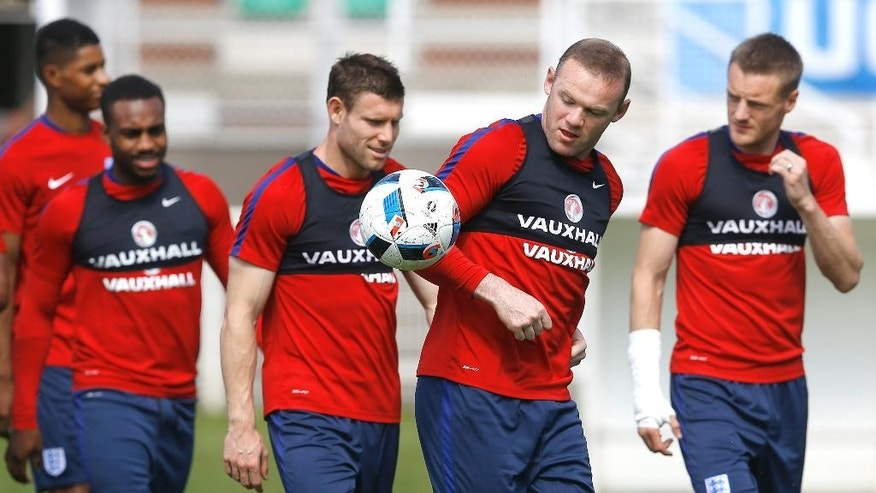 England's Wayne Rooney, second right, with team mates during a training session in Chantilly, France, Thursday, June 23, 2016. England will face Iceland in a Euro 2016 round of 16 soccer match in Nice on Monday, June 27. (AP Photo/Kirsty Wigglesworth)