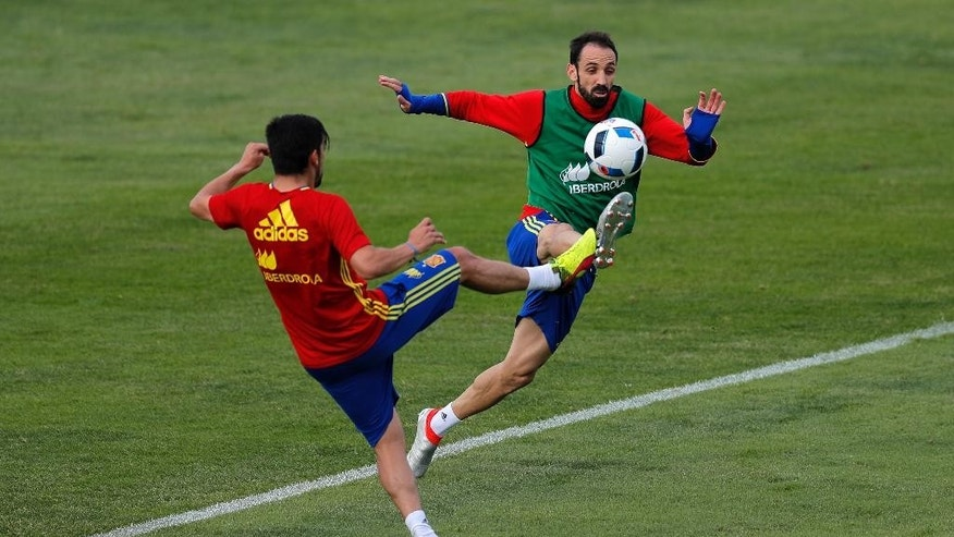 Spain's Nolito, left, duels for the ball with Juanfran during a training session at the Sports Complex Marcel Gaillard in Saint Martin de Re in France, Sunday, June 19, 2016. Spain will face Croatia in a Euro 2016 Group D soccer match in Bordeaux on Tuesday. (AP Photo/Manu Fernandez)