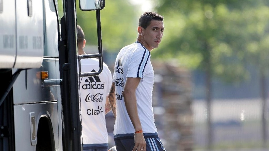 Argentina's Angel Di Maria arrives for a training session ahead of the team's Copa America final soccer match against Chile, Friday, June 24, 2016, in East Rutherford, N.J. (AP Photo/Julio Cortez)