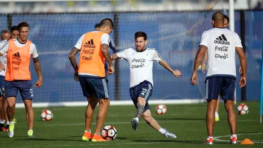 Argentina's Lionel Messi, center, works against Victor Cuesta during a training session ahead of the team's Copa America soccer final against Chile, Friday, June 24, 2016, in East Rutherford, N.J. Argentina and Chile are scheduled to play for the championship Sunday in East Rutherford, N.J. (AP Photo/Julio Cortez)