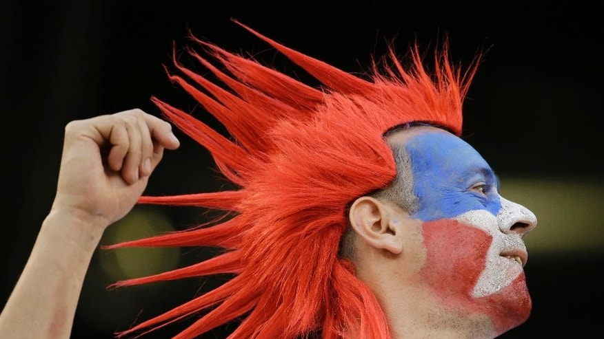 A Chilean fan cheers for his team before the Copa America Centenario championship soccer match between Argentina and Chile, Sunday, June 26, 2016, in East Rutherford, N.J. (AP Photo/Julio Cortez)
