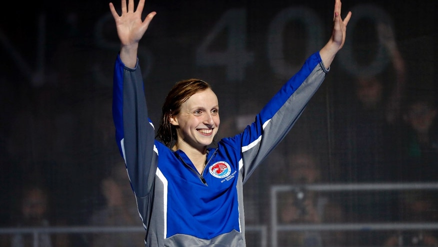 Katie Ledecky celebrates after winning the women's freestyle 400-meter final on Monday.
