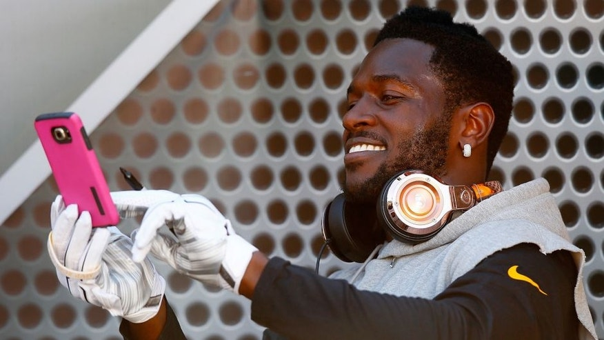 PITTSBURGH, PA - NOVEMBER 15: Antonio Brown #84 of the Pittsburgh Steelers uses a phone before the game against the Cleveland Browns at Heinz Field on November 15, 2015 in Pittsburgh, Pennsylvania. (Photo by Jared Wickerham/Getty Images)