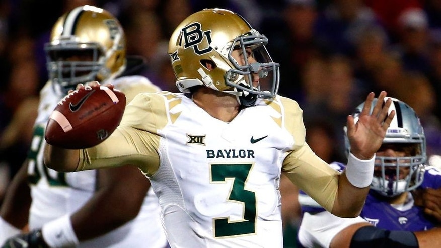 MANHATTAN, KS - NOVEMBER 05: Quarterback Jarrett Stidham #3 of the Baylor Bears passes during the 1st quarter of the game against the Kansas State Wildcats at Bill Snyder Family Football Stadium on November 5, 2015 in Manhattan, Kansas. (Photo by Jamie Squire/Getty Images)