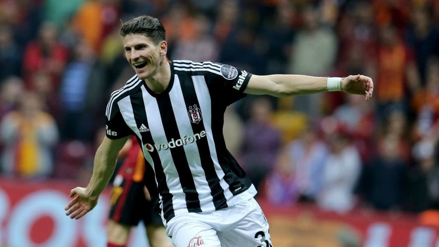 ISTANBUL, TURKEY - MAY 8: Mario Gomez of Besiktas celebrates scoring a goal with his teammates during the Turkish Spor Toto Super Lig football match between Galatasaray and Besiktas at the Turk Telekom Arena in Istanbul, Turkey on May 8, 2016. (Photo by Salih Zeki Fazlioglu/Anadolu Agency/Getty Images)