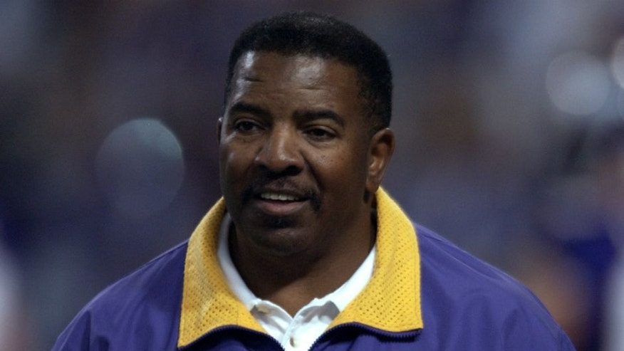 21 Oct 2001: Dennis Green, head coach of the Minnesota Vikings during the game against the Green Bay Packers at the Hubert H. Humphrey Metrodome in Minneapolis, Minnesota . The Vikings won 35-13. DIGITAL IMAGE. Mandatory Credit: Elsa/Allsport