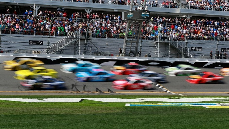 DAYTONA BEACH, FL - FEBRUARY 21: Cars race during the NASCAR Sprint Cup Series DAYTONA 500 at Daytona International Speedway on February 21, 2016 in Daytona Beach, Florida. (Photo by Matt Sullivan/Getty Images)