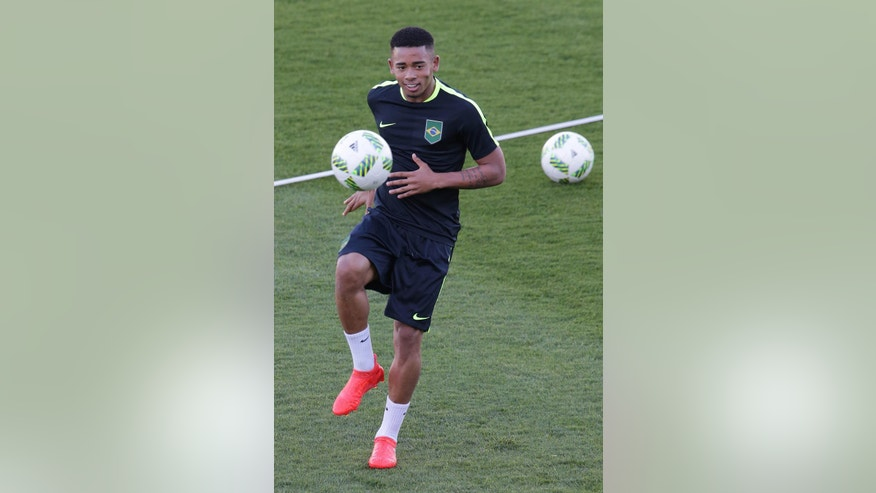 Brazil's Gabriel jesus takes part in a Brazil Olympic soccer team training session, in Brasilia, Brazil, Tuesday, Aug. 2, 2016. Brazil holds its first match against South Africa on August 4. (AP Photo/Eraldo Peres)