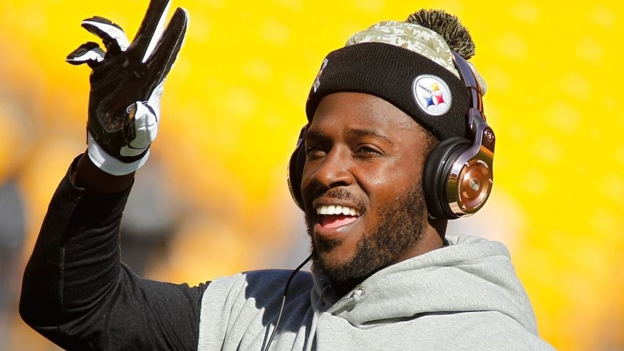 PITTSBURGH, PA - NOVEMBER 08: Antonio Brown #84 of the Pittsburgh Steelers warms up before the game against the Oakland Raiders at Heinz Field on November 8, 2015 in Pittsburgh, Pennsylvania. (Photo by Justin K. Aller/Getty Images)