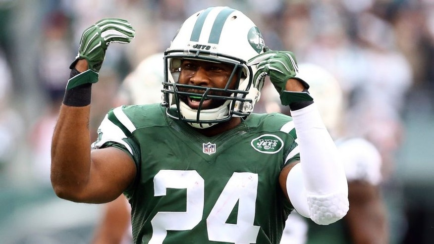 EAST RUTHERFORD, NJ - DECEMBER 27: Darrelle Revis #24 of the New York Jets reacts in the third quarter against the New England Patriots during their game at MetLife Stadium on December 27, 2015 in East Rutherford, New Jersey. (Photo by Al Bello/Getty Images)
