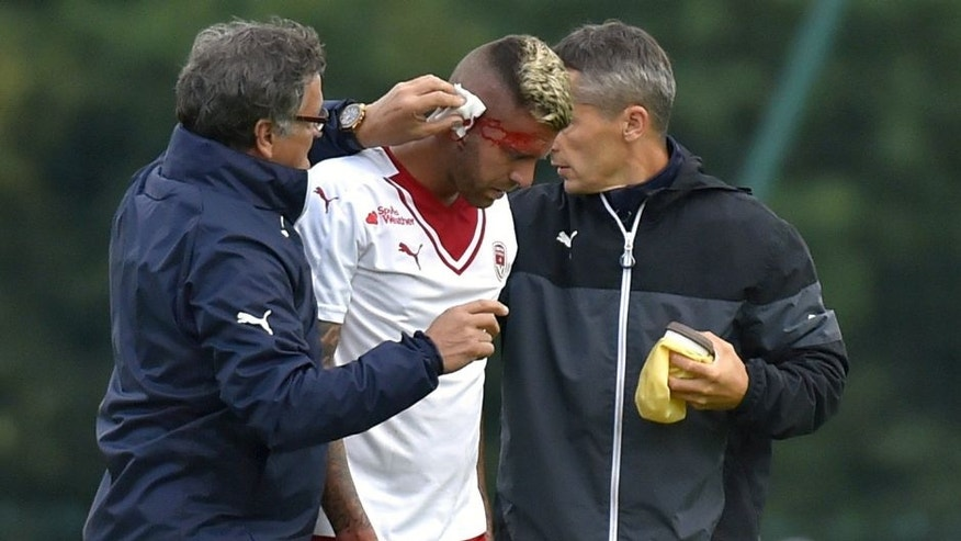 Bordeaux' French forward Jeremy Menez (C) is treated by medical staff after being injured by Lorient's Didier Ndong during the friendly football match Bordeaux vs Lorient on August 3, 2016 in Sarzeau, western France. / AFP / LOIC VENANCE (Photo credit should read LOIC VENANCE/AFP/Getty Images)