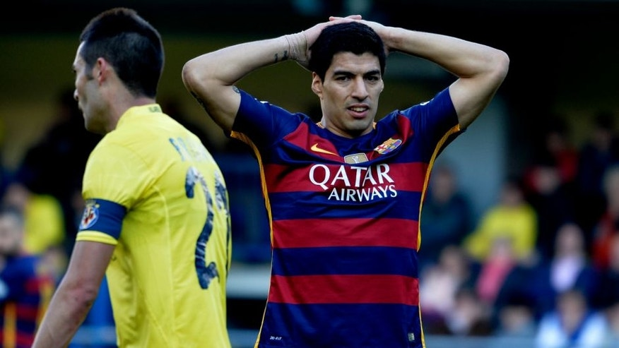 Barcelona's Uruguayan forward Luis Suarez puts his hands on his head during the Spanish league football match Villarreal CF vs FC Barcelona at El Madrigal stadium in Vila-real on March 20, 2016. / AFP / JOSE JORDAN (Photo credit should read JOSE JORDAN/AFP/Getty Images)