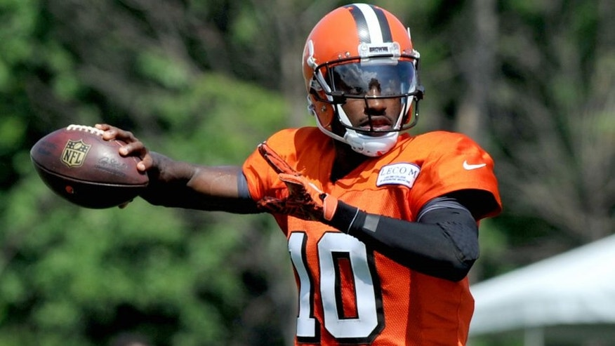 BEREA, OH - JULY 31, 2016: Quarterback Robert Griffin III #10 of the Cleveland Browns throws a pass during training camp on July 31, 2016 at the Cleveland Browns training complex in Berea, Ohio. (Photo by Nick Cammett/Diamond Images/Getty Images)