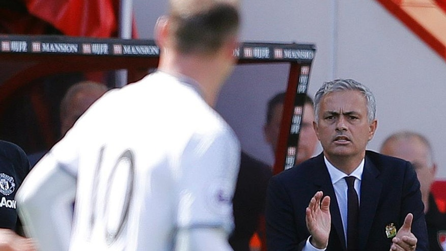 Manchester United's Tema Manager Jose Mourinho applauds t Manchester United's Wayne Rooney after scoring during the English Premier League soccer match between Bournemouth and Manchester United at Vitality Stadium in Bournemouth, England, Sunday, Aug. 14, 2016. (AP Photo/Frank Augstein)