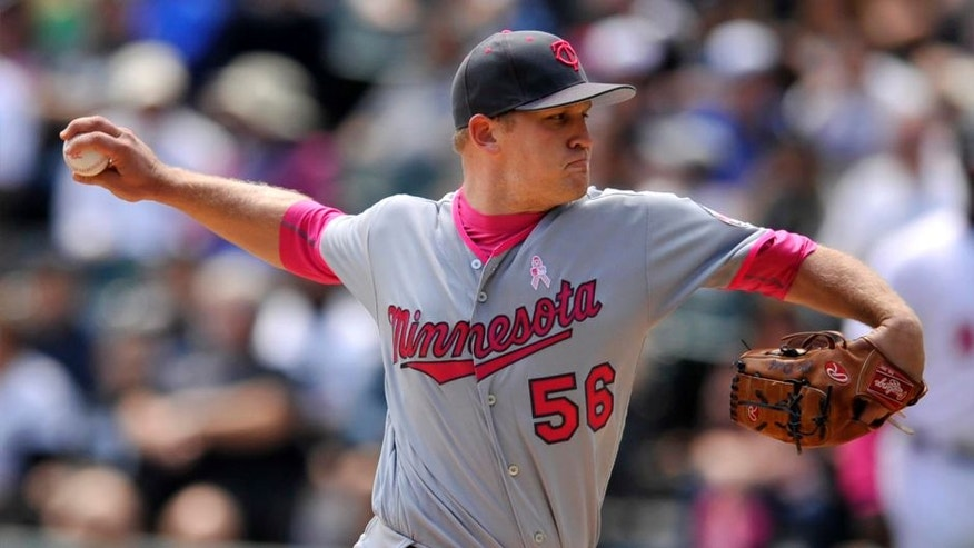 Minnesota Twins starter Tyler Duffey delivers a pitch during the first inning against the Chicago White Sox on Sunday, May 8, 2016, in Chicago.