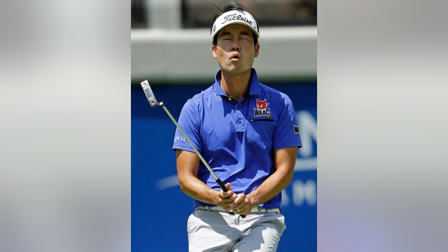 Kevin Na reacts to missing a putt on the 18th hole during the first round of the Wyndham Championship golf tournament in Greensboro, N.C., Thursday, Aug. 18, 2016. (AP Photo/Chuck Burton)