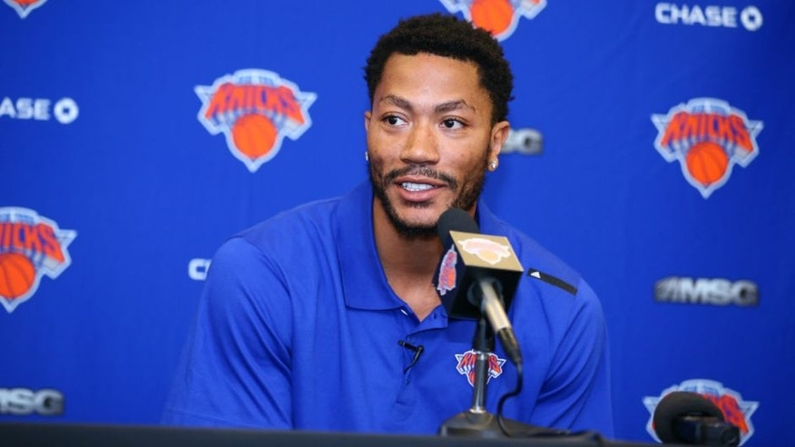 NEW YORK, NY - JUNE 24: Derrick Rose is introduced at a press conference as the newest member of the New York Knicks on June 24, 2016 in New York, NY. NOTE TO USER: User expressly acknowledges and agrees that, by downloading and/or using this Photograph, user is consenting to the terms and conditions of the Getty Images License Agreement. Mandatory Copyright Notice: Copyright 2016 NBAE (Photo by Nathaniel S. Butler/NBAE via Getty Images)