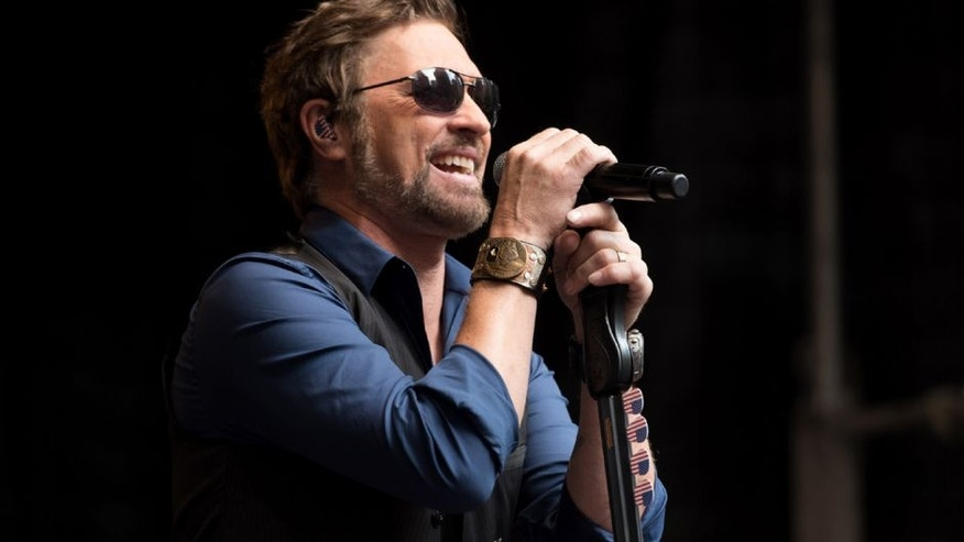 """NEW YORK, NY - JUNE 17: Singer Craig Morgan performs during """"FOX & Friends"""" All American Concert Series outside of FOX Studios on June 17, 2016 in New York City. (Photo by Noam Galai/WireImage)"""