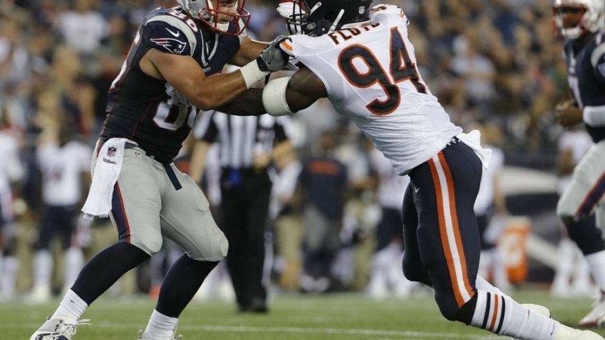 Aug 18, 2016; Foxborough, MA, USA; New England Patriots tight end A.J. Derby (86) takes on Chicago Bears outside linebacker Leonard Floyd (94) in the second half at Gillette Stadium. The Patriots defeated the Bears 23-22. Mandatory Credit: David Butler II-USA TODAY Sports