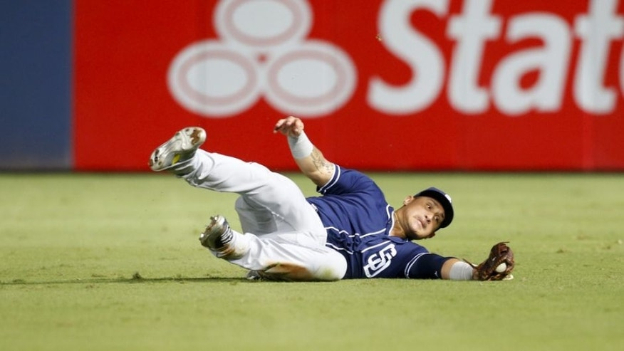 Aug 30, 2016; Atlanta, GA, USA; San Diego Padres right fielder Oswaldo Arcia (34) makes a diving catch against the Atlanta Braves in the seventh inning at Turner Field. Mandatory Credit: Brett Davis-USA TODAY Sports