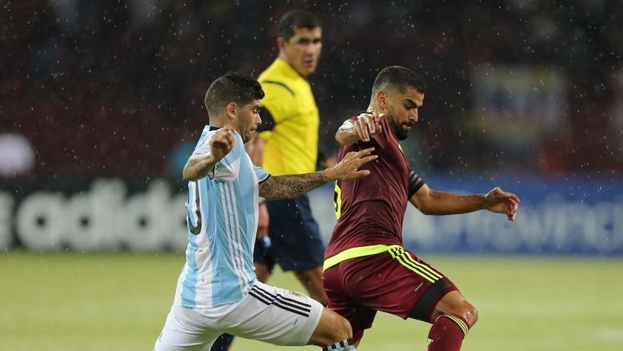 Venezuela's Tomas Rincon, right, fights for the ball with Argentina's Ever Banega during a 2018 World Cup qualifying soccer match in Merida, Venezuela, Tuesday, Sept. 6, 2016.(AP Photo/Fernando Llano)