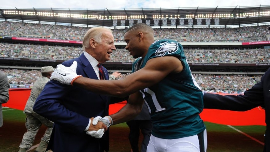 Philadelphia Eagles wide receiver Jordan Matthews, right, meets with Vice President Joe Biden before an NFL football game against the Cleveland Browns, Sunday, Sept. 11, 2016, in Philadelphia. (AP Photo/Michael Perez) ORG XMIT: _1MP6873