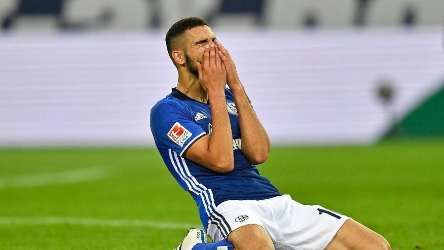 Schalke's Nabil Bentaleb reacts disappointed during the German Bundesliga soccer match between FC Schalke 04 and 1. FC Cologne in Gelsenkirchen, Germany, Wednesday, Sept. 21, 2016. Schalke was defeated by Cologne with 1-3 and lost all first four league matches. (AP Photo/Martin Meissner)