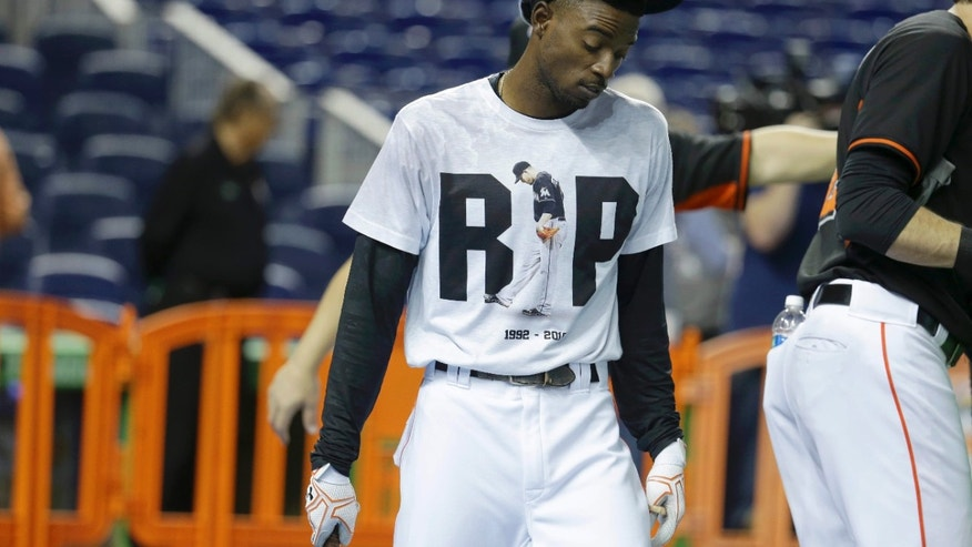 Miami Marlins second baseman Dee Gordon wears a T-shirt reading RIP in honor of pitcher Jose Fernandez during batting practice before a baseball game against the New York Mets, Monday, Sept. 26, 2016, in Miami.