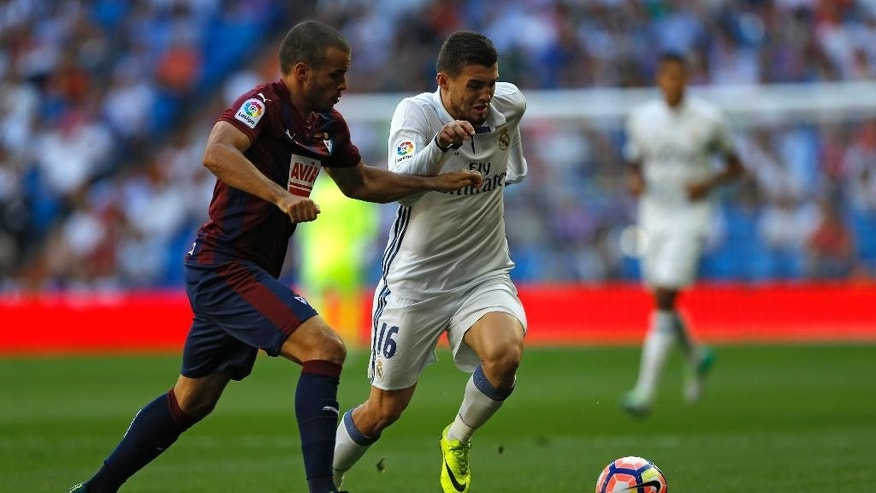 Real Madrid's Mateo Kovacic, right, vies for the ball with Eibar's Pedro Leon during the Spanish La Liga soccer match between Real Madrid and Eibar at the Santiago Bernabeu stadium in Madrid, Sunday, Oct. 2, 2016. (AP Photo/Francisco Seco)