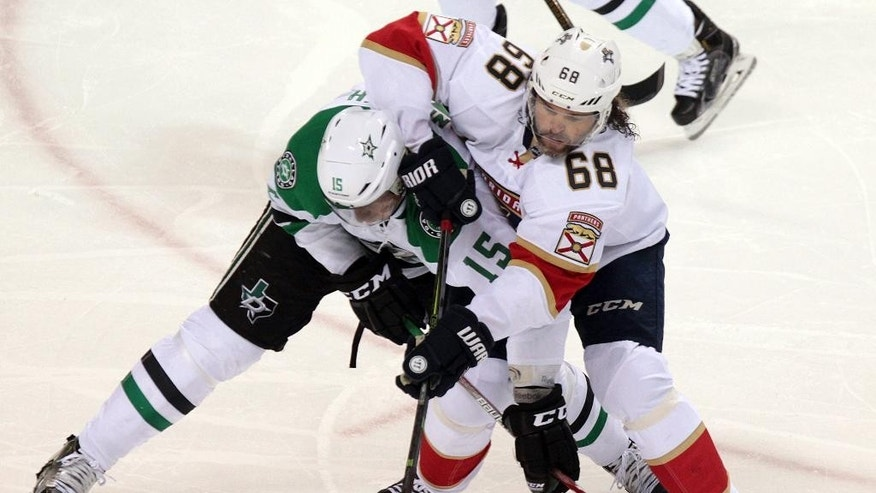 Florida Panthers' Jaromir Jagr (68) battles for the puck against Dallas Stars' Patrik Nemeth during NHL hockey preseason action in London, Ontario, Sunday, Oct. 2, 2016. (Dave Chidley/The Canadian Press via AP)