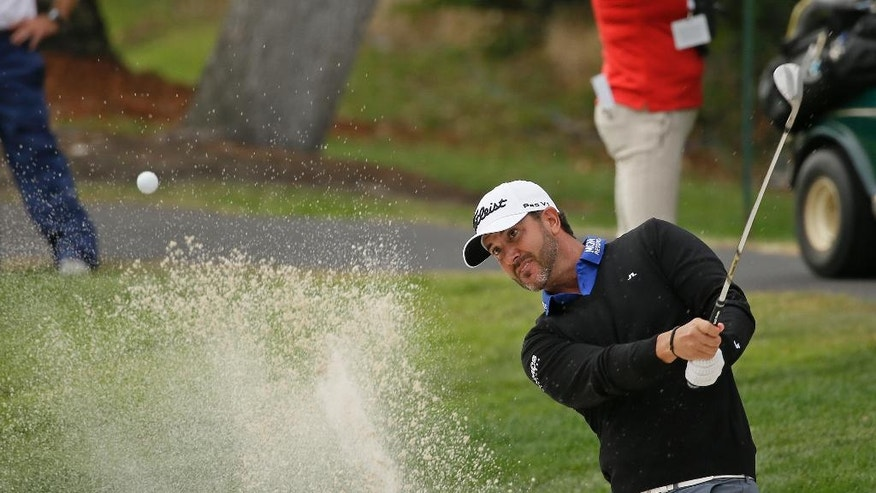 Scott Piercy leads by 3 shots at rain-delayed Safeway Open