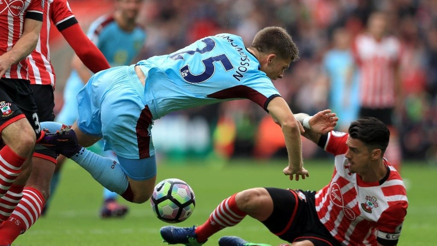 Burnley's Johann Berg Gudmundsson, left, and Southampton's Jose Fonte battle for the ball during their English Premier League soccer match at St Mary's, Southampton, England, Sunday, Oct. 16, 2016. (Adam Davy/PA via AP)